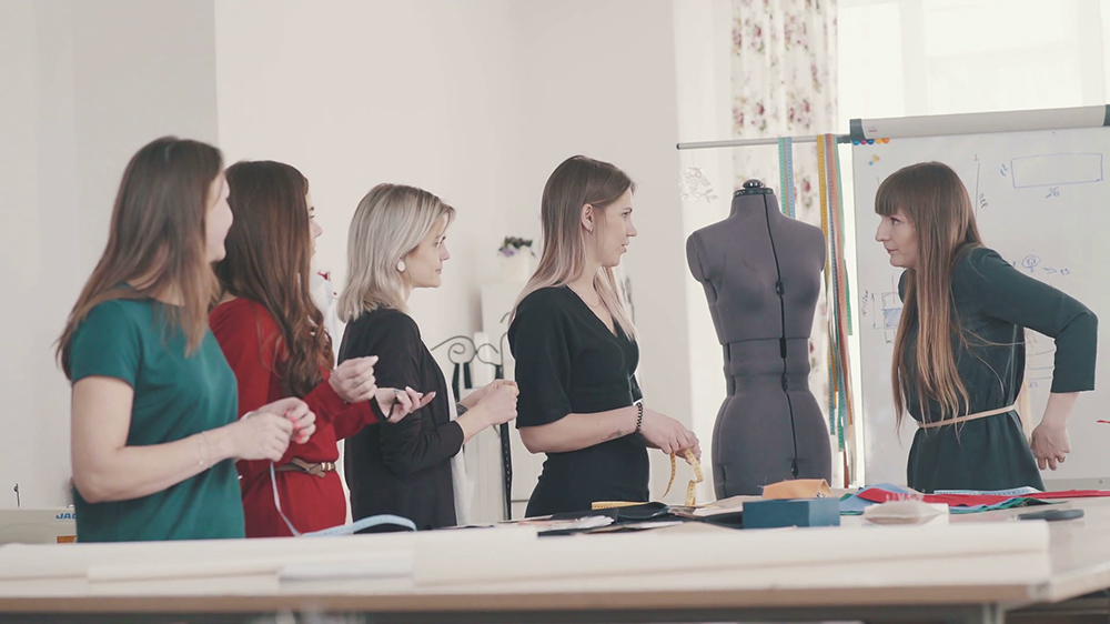 4 Steps to Open A Fashion Design School Biz