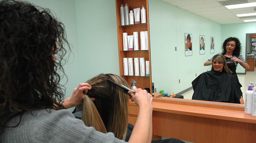 Major Roadblocks While Running A Beauty Salon Business