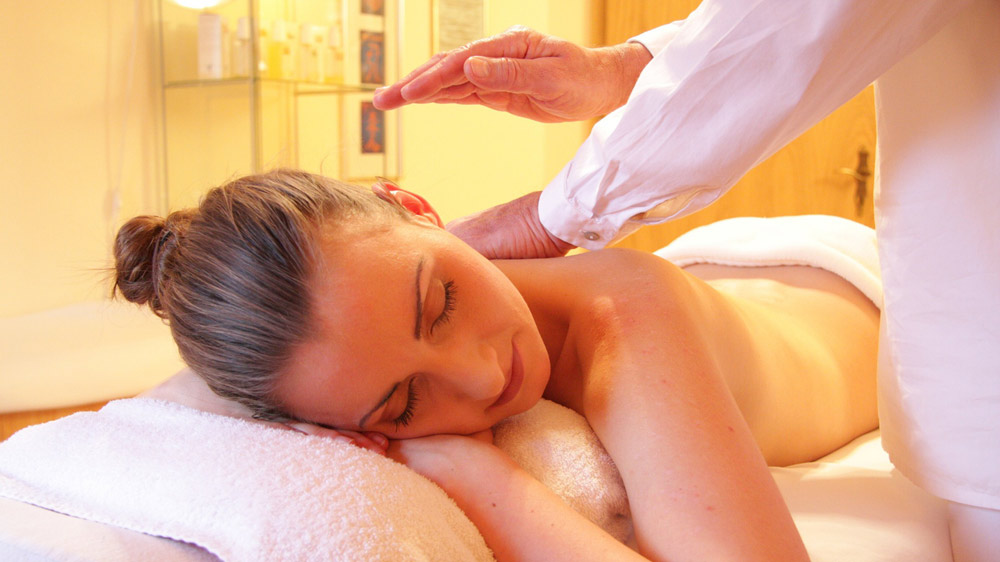 Why Investing In a Spa & Salon Franchise Is Better Than Starting Your Own