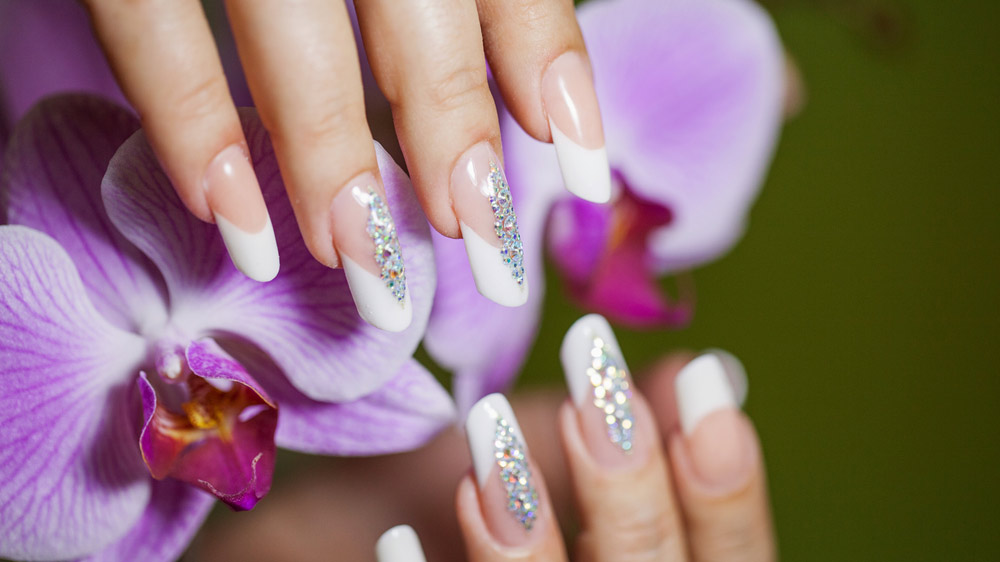 Looking to Enter the Beauty Sector? Invest in Nail Extension Franchise