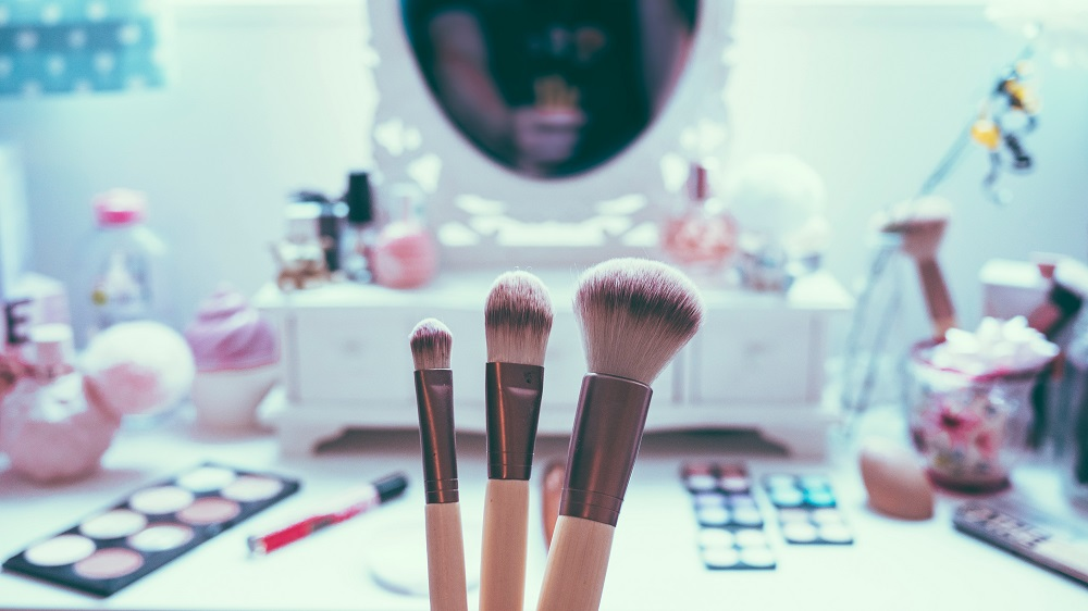 How to Start a Cosmetic Distribution Business