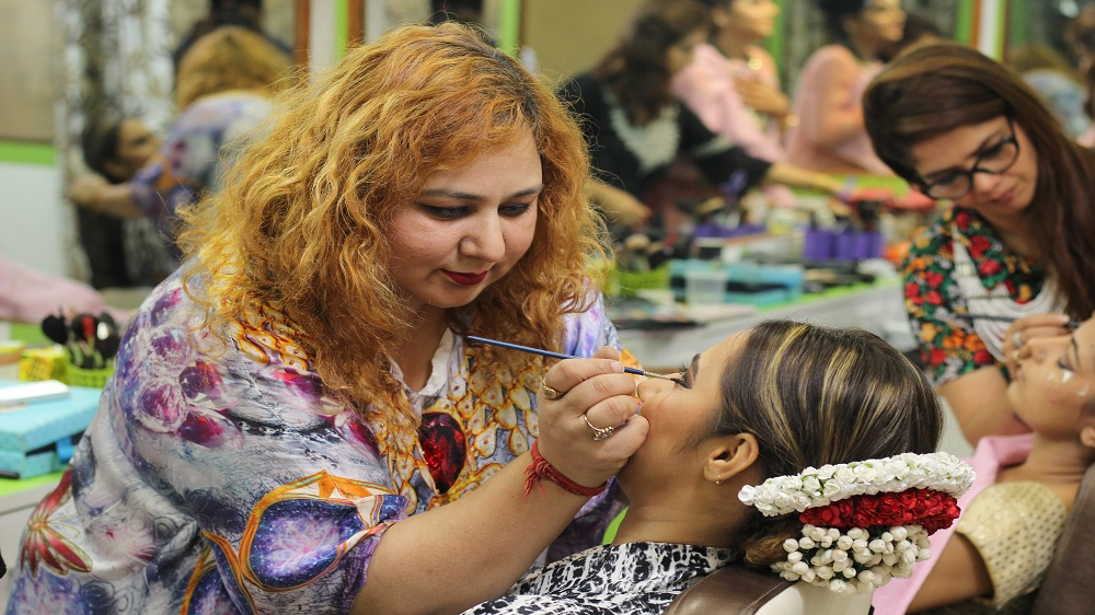Why a Beauty Parlor Franchise is a Low-Cost Investment