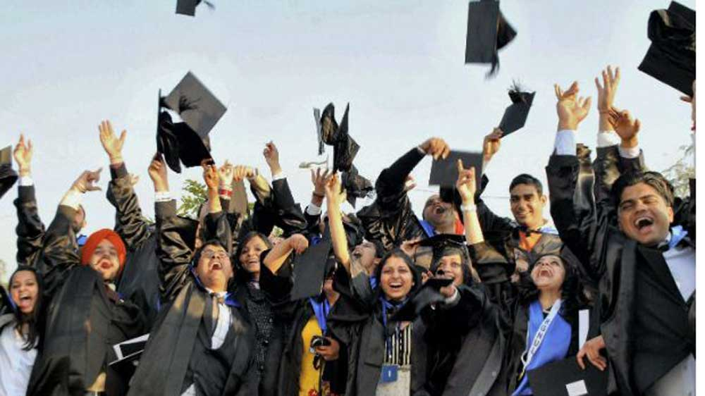 Replace 'British-inspired' convocation attire with Indian dresses: HRD Minister to varsities