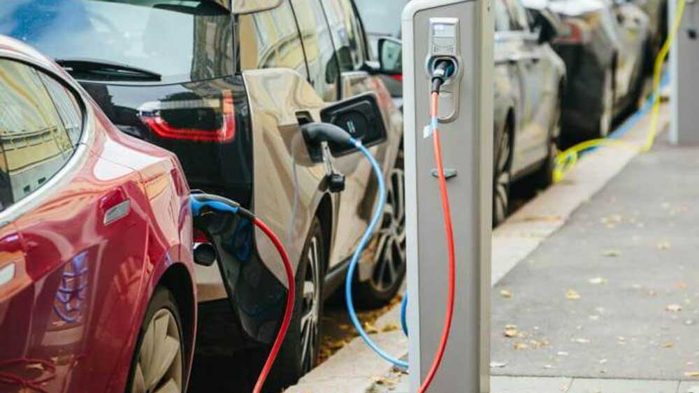 Govt to install fast-charging e-vehicle stations in Delhi by next month