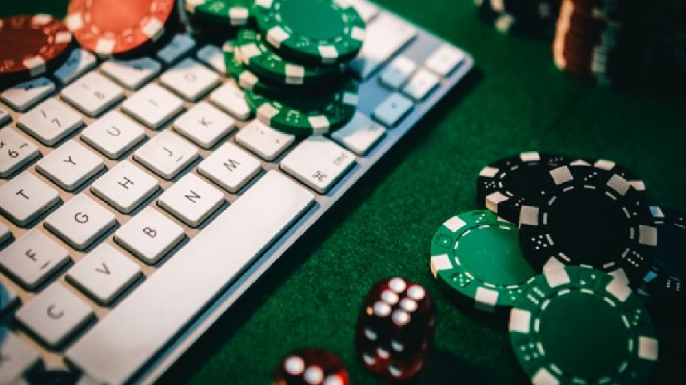 Lockdown turns life to 'Online poker'