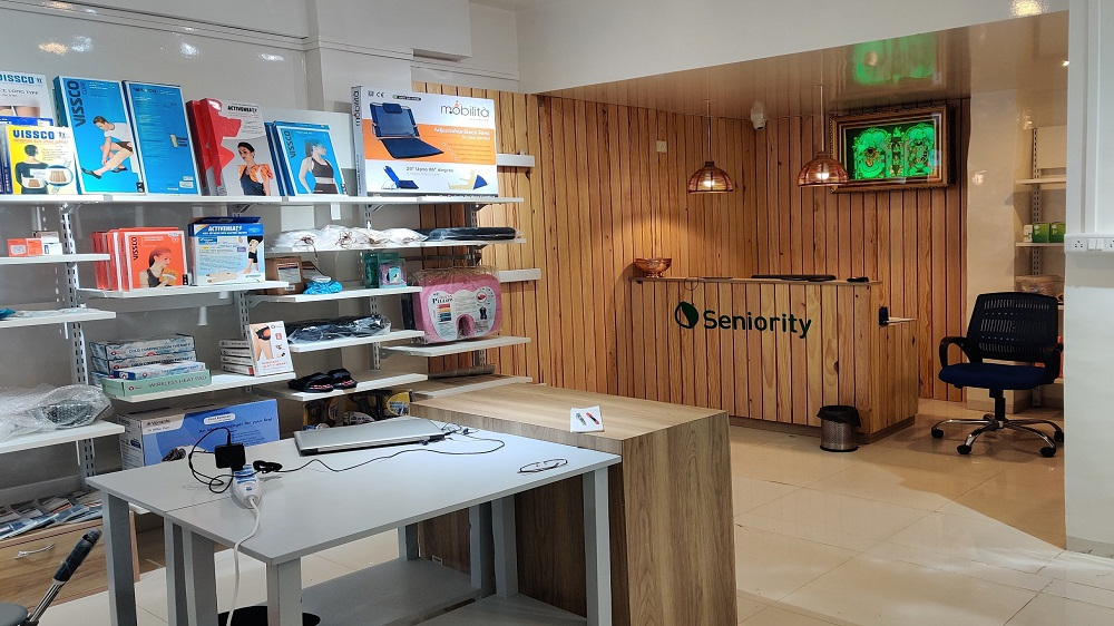 Seniority opens 1st franchise store in Pune