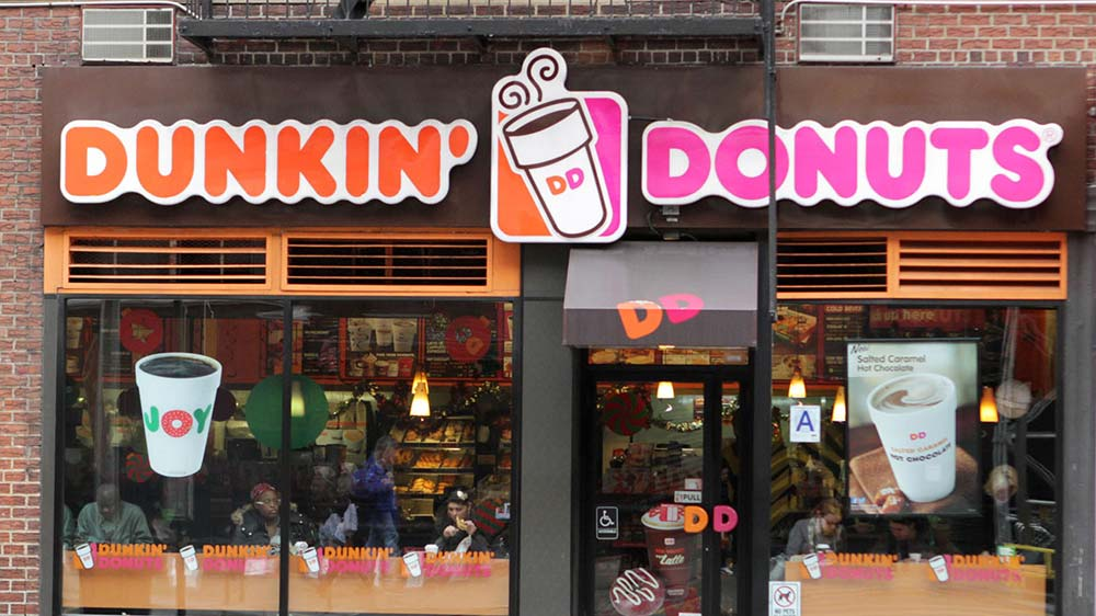 Dunkin\' Donuts competes with Starbucks on mobile ordering app