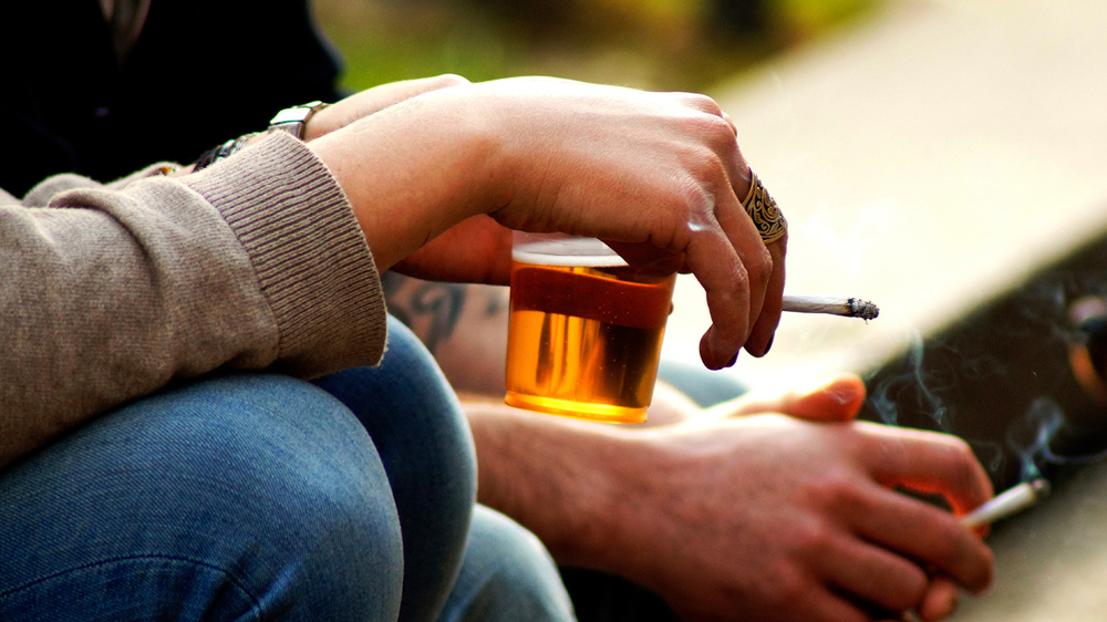 Tobacco products, liquor bottles to stick a warning against sale to minor