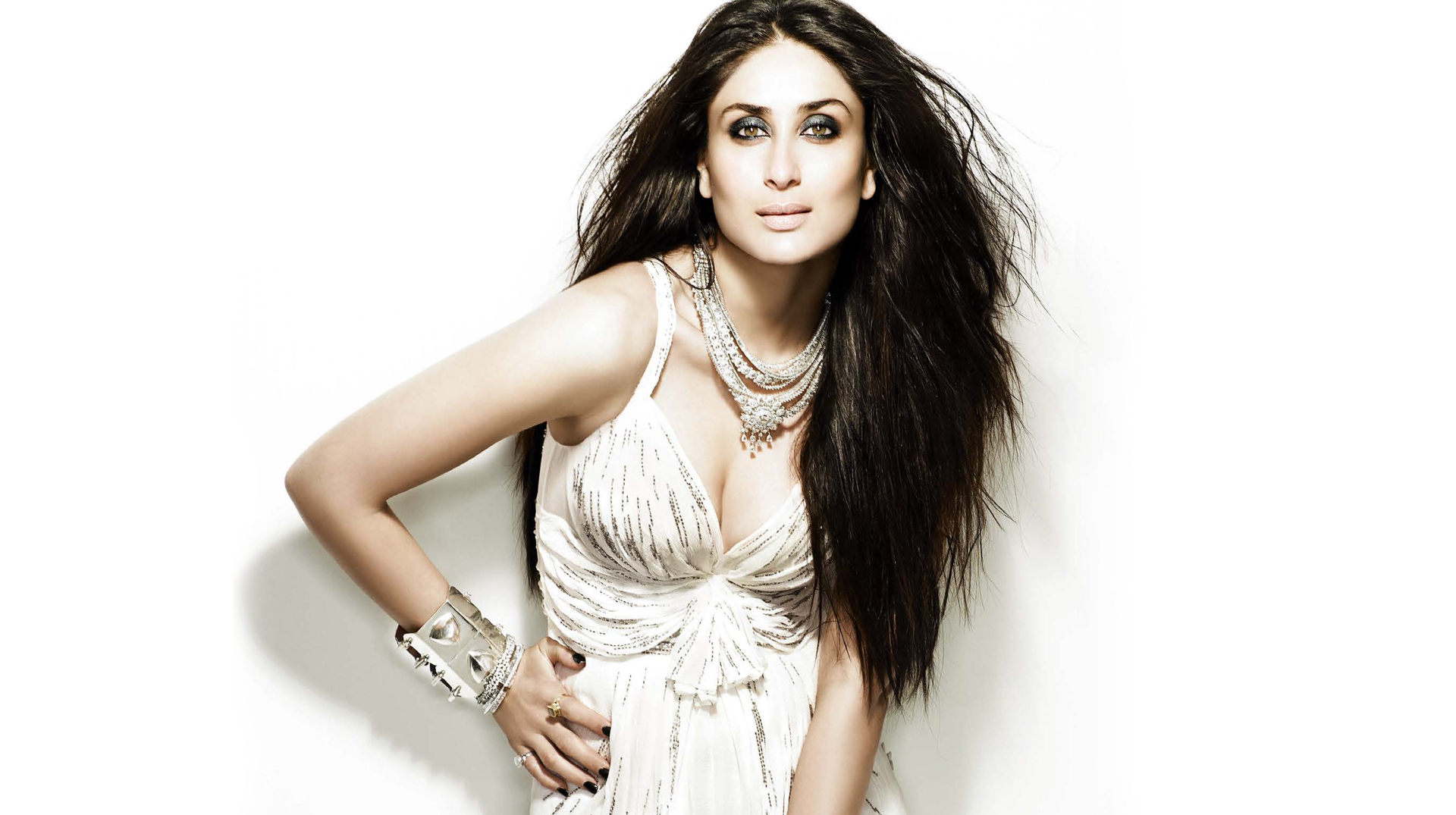 ​Kareena Kapoor Khan becomes the face of Dabur Amla Hair Oil